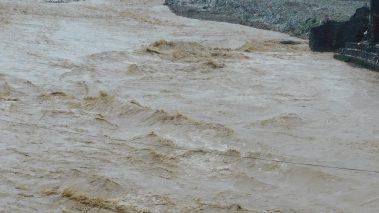 तिनाउ नदीले बुटवलको रानीगञ्जस्थित सुकुम्बासी बस्तीमा १ घर वगायो ४ जोखिममा